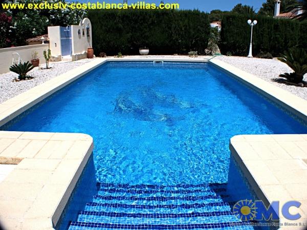 L 39 espagne alicante calpe maison villa segonde main for Piscine bois 9x5